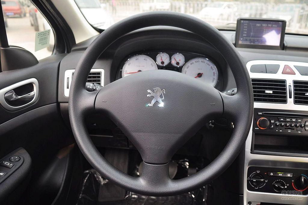 2010款东风标致307 1.6l手动舒适版   方向盘