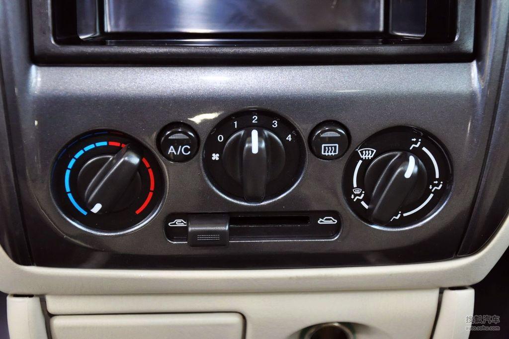 2012款海马海福星1.3l手动豪华型   空调控制面板