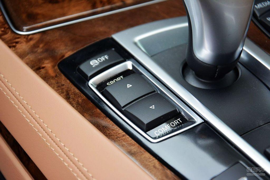 近日,除已上市接受預訂的新BMW 740Li 豪華型 (零售指導價為143.8萬元)之外, 寶馬集團推出五款新BMW 7系車型,包括:新BMW 730Li 領先型、新BMW 730Li 豪華型、新BMW 740Li 領先型、全新BMW 740Li xDrive和新BMW 高效混合動力7系,售價區間為92.8-148.8萬元,即日起即可在BMW全國授權經銷商處進行預訂。
