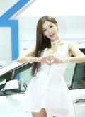 韩国车模甜美可爱 气质清新脱俗
