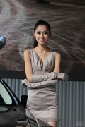 2013青岛国际车展车模风采-甜美车模