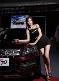 4S店美女销售身材火辣曲线迷人