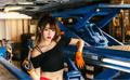 90后美女修理工丰满可爱 干活不比男人差