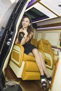 奢华房车里的甜蜜约会 少妇温婉柔情