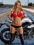 金发摩托车女郎 比基尼长靴美胸翘臀诱惑无限