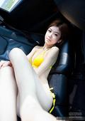 粉嫩车模白皙肌肤 曼妙曲线勾人心魄