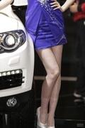 裙摆大开 那些百看不厌的长腿车模