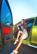 车模开豪车户外写真 短裙秀美腿
