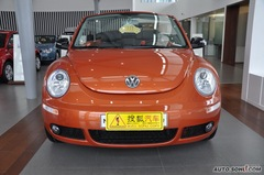大众甲壳虫敞篷2.0L 墨橘版豪华型正前图片