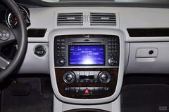 奔驰R级R500L 4MATIC中控台图片