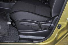 日产骊威劲锐版 1.6XV CVT豪华型座椅调节图片