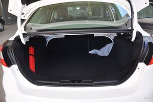 福特 福克斯三厢 实拍 底盘/动力 图片