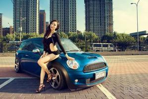 火辣性感女神挑战古灵精怪MINI Cooper S