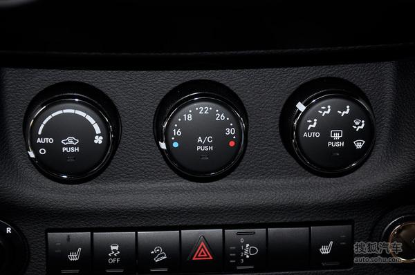 jeep吉普牧马人两门版的空调控制面板
