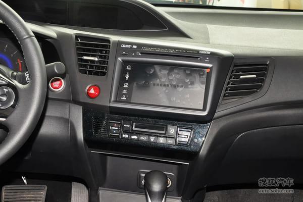 本田思域的中控台: 行车电脑显示屏:全系标配