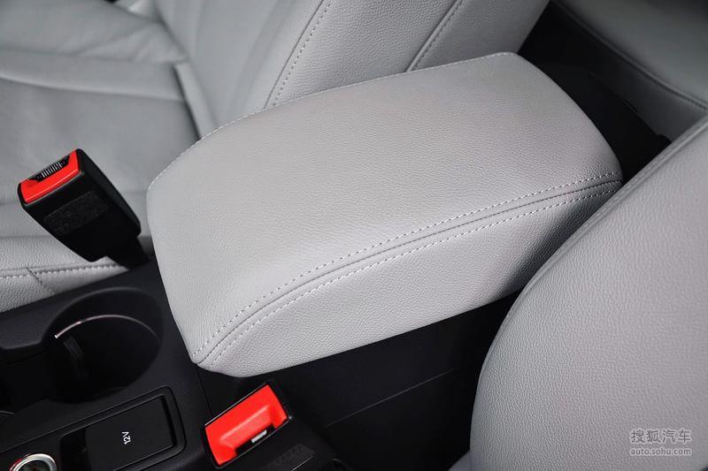 奥迪Q32012款35TFSI 舒适型内饰钛灰色真皮内饰t1728309图片高清图片