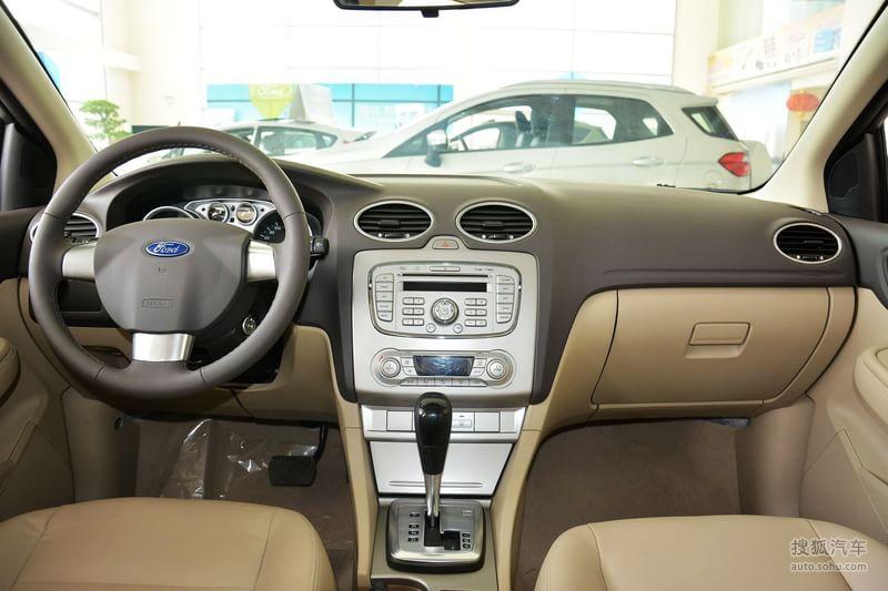 福特长安福特福克斯三厢2013款福特福克斯三厢经典1.8l at高清图片