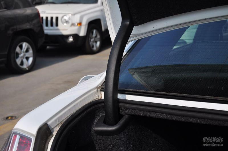 克莱斯勒克莱斯勒300 进口 2013款克莱斯勒300s 3.6l锋尚版高清图片