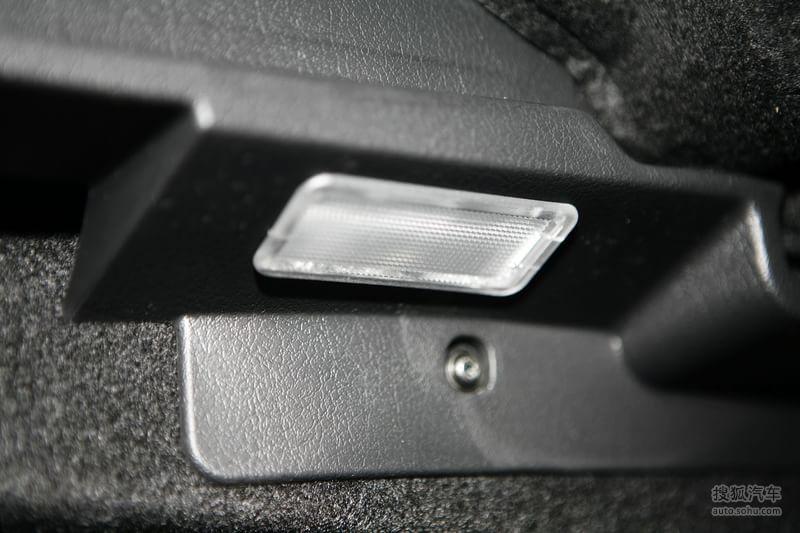 标致307两厢2010款1.6l 手动 豪华版底盘 动力金属灰m818865图片 图库高清图片