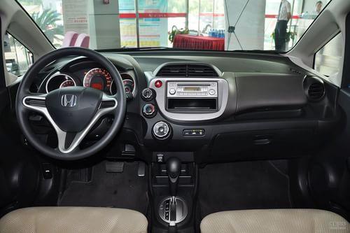 2011款本田飞度 1.3L AT舒适版