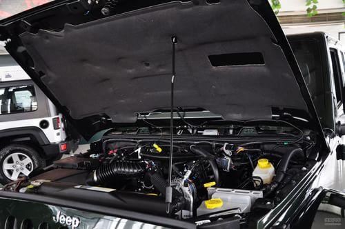 Jeep吉普 牧马人四门版 实拍 底盘/动力 图片