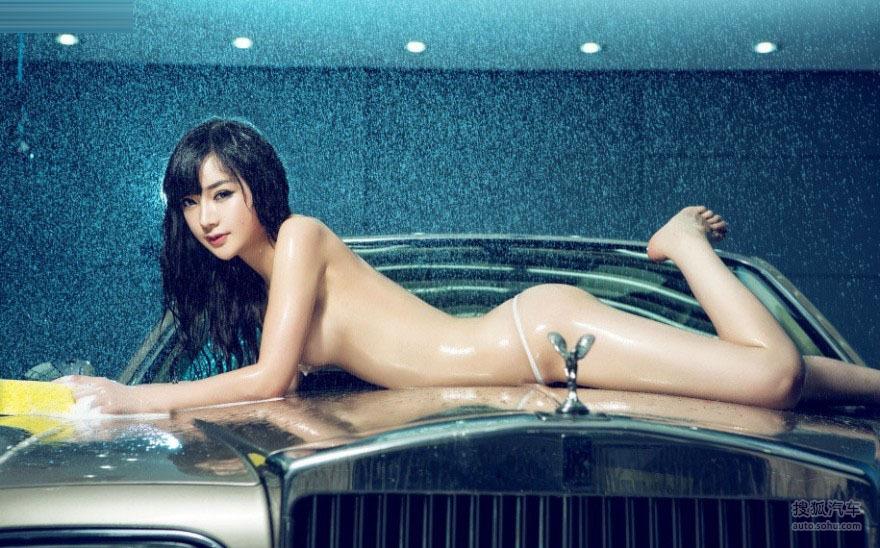 半裸上阵湿身诱惑车模女神变身洗车妹22506