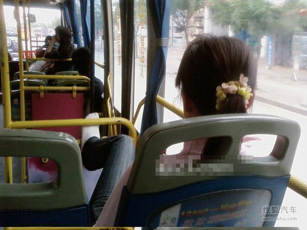 偷拍公交车上的猥琐一幕 行为文明还需规范 电车爱AV ...