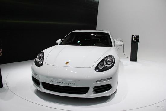 保时捷新款panamera车展首发 轴距获加长 高清图片
