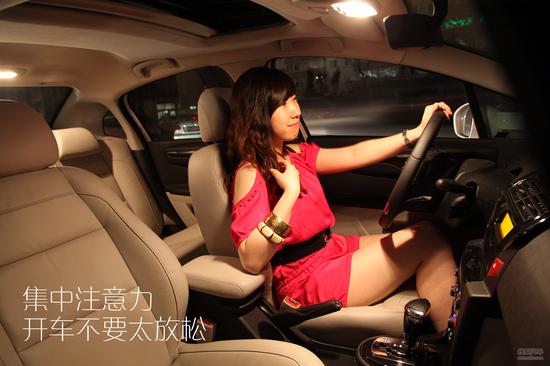 晚上开车,拥堵的情况明显比白天少。但精神不集中的现象也明显比白天多。