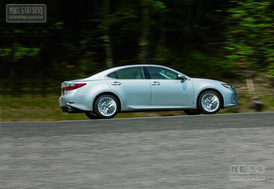 es 雷克萨斯 汽车/线条流畅身材匀称的ES有着上佳的行驶舒适性...