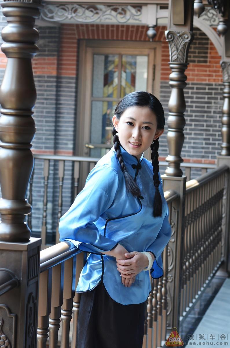 民国服饰少女图片