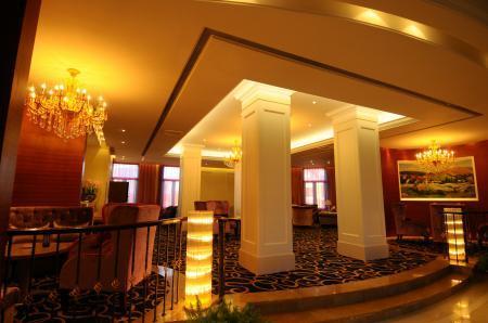 大堂吧  大堂吧位于会所一楼大堂西侧,以欧式古典风格设计为主.