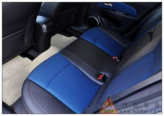 科鲁兹的后排空调出风口隐藏在前排座椅下,对腿部空间就没有什么影响.