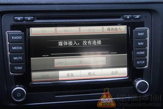 老速腾除了外观上的变化以为,加了510导航,电加热座椅,电动后视镜折叠