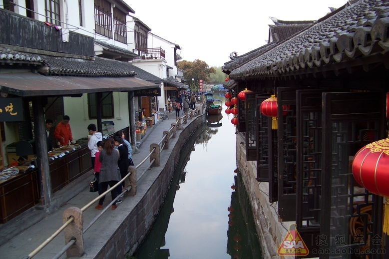 周庄夜景   安宁的古镇   张家院内有水道通到外面的河汊,所高清图片