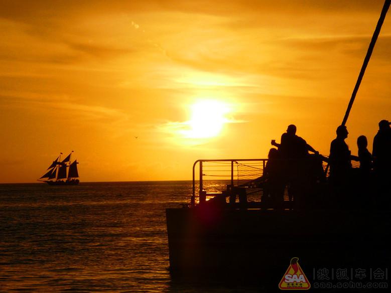 上看_岛上有个项目,在船上看日落,收费不菲.