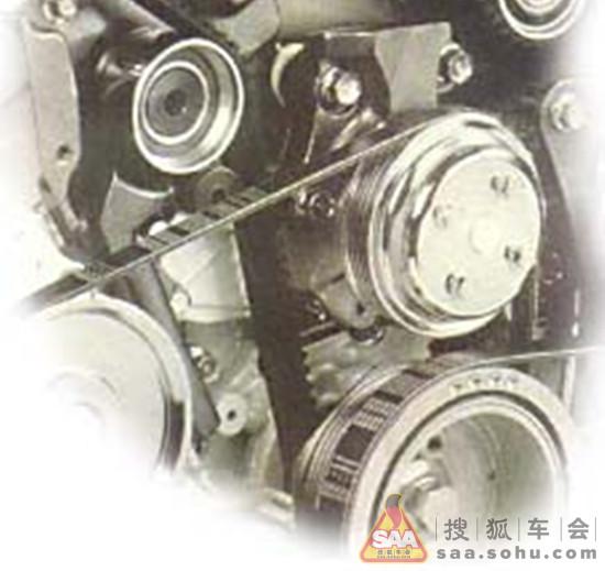 在汽车使用中,很多零部件在安装过程中都会使用到专业的计量工具。很多地方的松紧都是按照专业的数据来做的! 汽车各部位的螺栓,根据直径、螺距及用途的不同,其紧固力矩均有相应规定,达不到规定的力矩螺栓会松动,超过紧固的力矩螺栓会被拉长。在对各部件紧固之前,需要先掌握各螺栓的紧固力矩,例如车轮螺栓,通常情况家用轿车轮胎螺栓的紧固力矩在100-130Nm之间,如果你的车轮螺丝在修理厂拆解时变得很困难的话,说明你上回安装轮胎时没有按照标准来执行。如果用力过大的话还会造成螺丝的断裂,所以千万都要注意!   有些车主认为