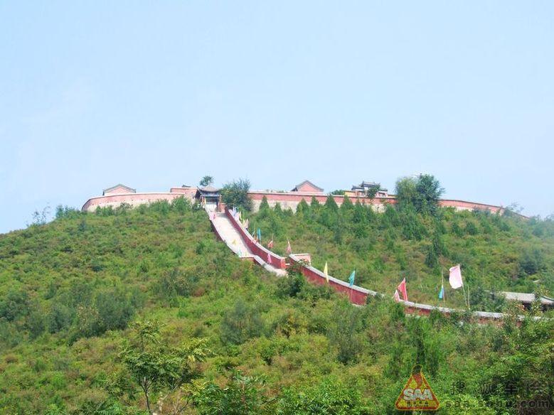棋盘山风景区位于昌平区流村镇瓦窑村,地处北京西部山区,距北京城区