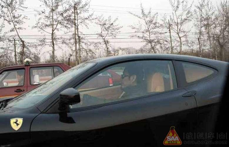 路上拍到陈道明黑色驾驶法拉利f430 spider