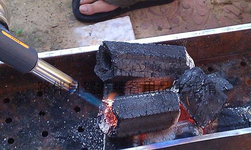 快速安全点燃木炭的方法